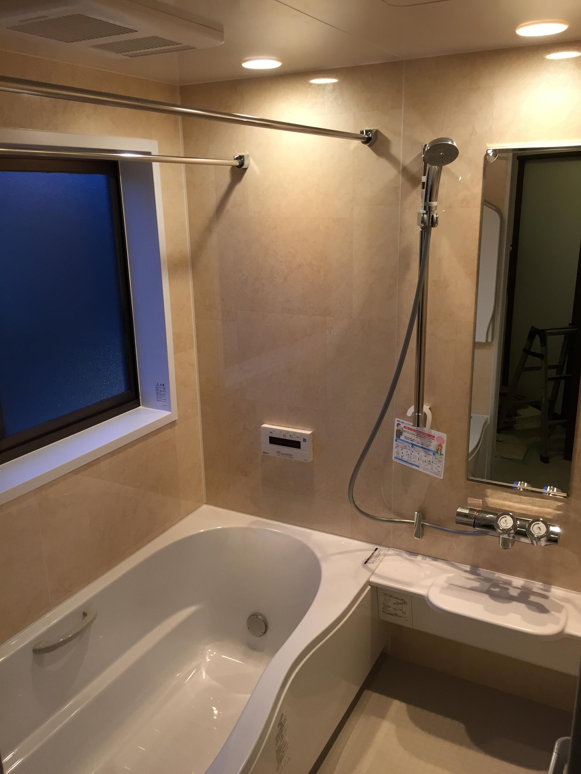 新発売のLIXIL・リモアシリーズです。前モデルのキレイユから、主に浴槽のデザインが変わりました♪