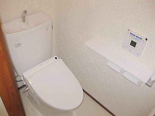 トイレは「TOTO ピュアレストQR」を設置いたしました。