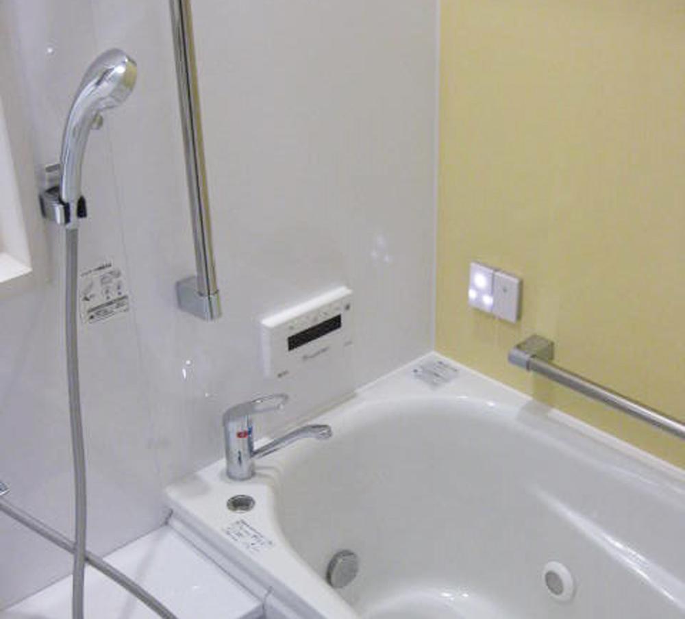 明るい色合いで、バスタイムが楽しみになりそうなお風呂場になりました。