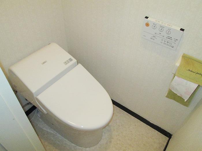 松戸市松戸 N様 トイレ交換・クロス張替え・電源設置
