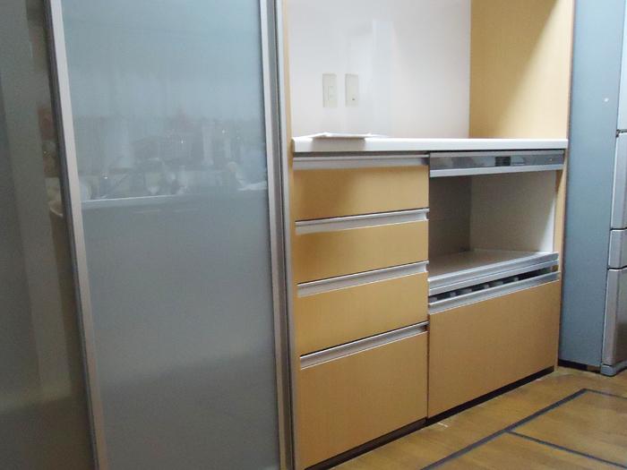 散らかりやすいキッチンも、大容量の収納を備えたものにすることでスッキリ片付きます。
