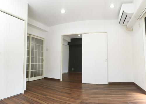 全面内装改修工事をいたしました。和室から洋室へ、キッチン交換、洋室に新規調光式ダウンライト設置、クロス全面等。