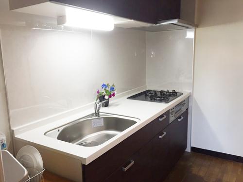 キッチン交換工事をいたしました。リクシルのシエラ使用です。システムキッチンでお料理するのも楽しくなりそうです!