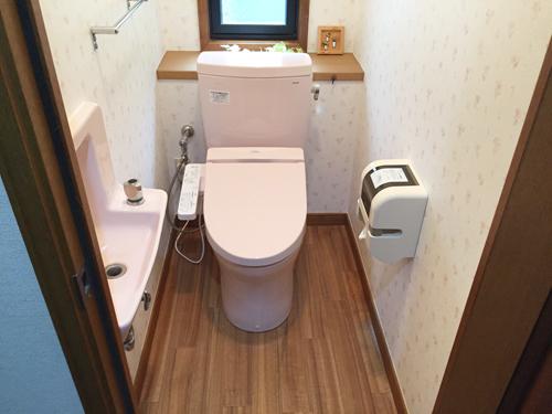 トイレ漏水補修工事をいたしました。(トイレ交換+内装工事)トイレ本体はTOTOピュアレストQR使用です。