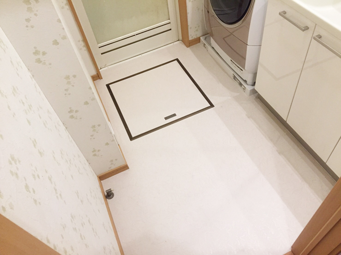洗濯排水から水が漏れ出し床が腐食してしまい、床補修とCF(クッションフロア)を張り替えいたしました。