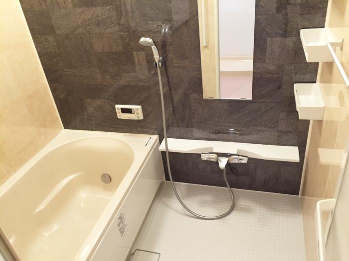 LIXIL(リクシル)のシステムバスルーム、リノビオVです。すっきりキレイ、しっかり省エネの快適バスルームです。