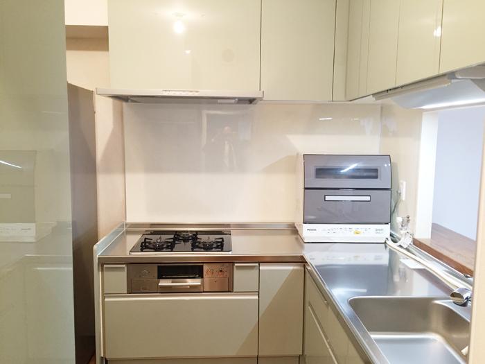LIXIL(リクシル)のシステムキッチン、リシェルSI使用です。シンクも広く、収納も充実している使い勝手のよいキッチンです。