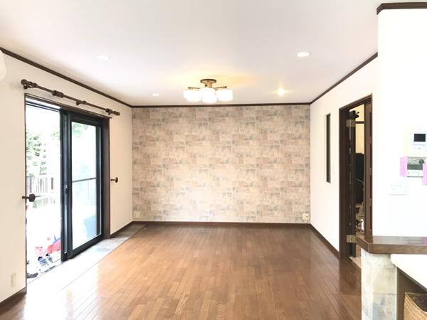 LDKの他、洋室、洗面所、1・2階のトイレ、クロス等を施工いたしました。雰囲気のあるLDKとなりました。